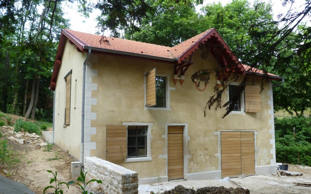 Reconstruction d'une maison en pisé