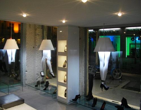 Agencement du magasin de chaussures de luxe Glitter : intérieur de nuit
